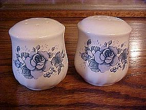 Large shakers, blue roses design