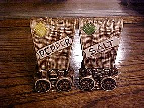 Covered wagon ceramic salt and pepper shaker set