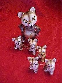 Panda family figurines, Mama and 5 babies w/chain