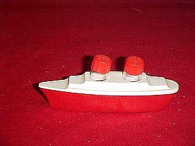 Vintage plastic  ocean liner salt and pepper shakers