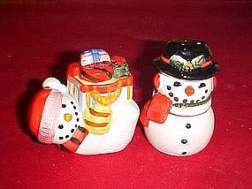 Snowman, salt and pepper shakers, with Christmas gifts