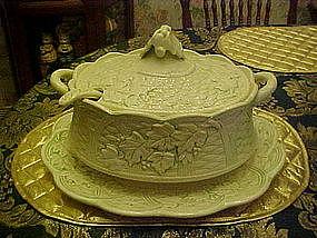Large four piece ceramic soup tureen, Ivy and trellis