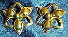 Vintage Sarah Coventry gold tone flower  clip earrings