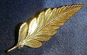22kt gold plate leaf pin / pendant
