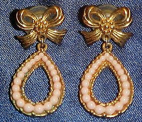 Avon pink pearls and gold bows earrings
