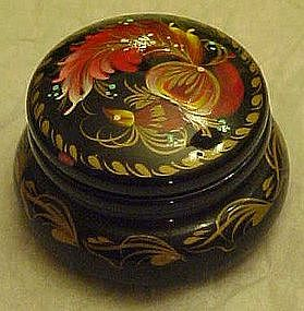 Small wood laquer pill box, hand painted