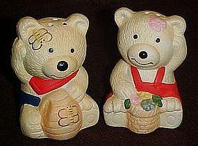 Mischevious ceramic bears  salt and pepper shakers