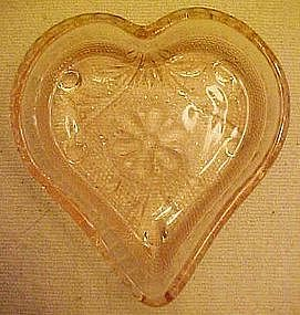 Tiara sandwich pattern pink heart  shape nut dish