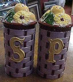 Extra large basket weave shakers with fruit & daisy