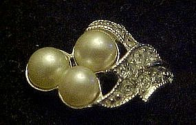 Vintage  1973 Avon Evening Splendor pearl ring,