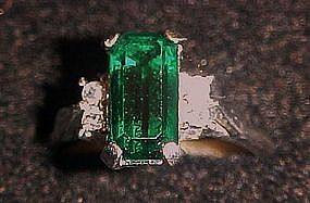 Vintage 1976  Park East Avon Ring, Emerald stone