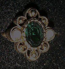 Vintage 1976 Versailles Ring by Avon, Emerald green