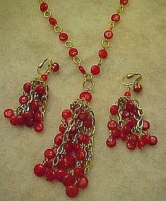 Retro red plastic chandelier beaded necklace