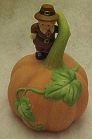 Avon GIving Thanks pumpkin / Pilgrim  porcelain bell