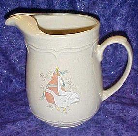 White geese marmalade 64 oz pitcher, International