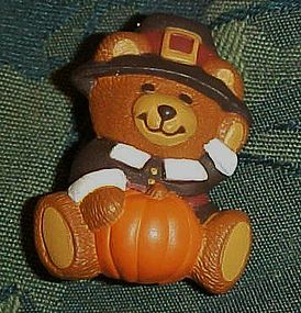 Hallmark pilgrim boy bear, Thanksgiving pin 1989