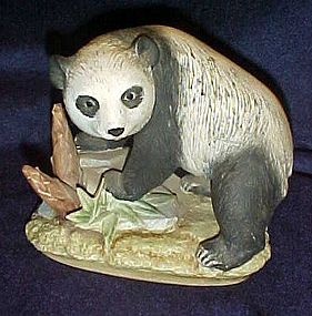 Lefton Panda Bear figurine KW 4910
