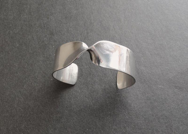 Pekka Piekainen Finland Twist Modernist Sterling Bracelet Cuff