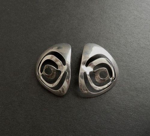 Sandra 'Sandy' Baker Sterling Modernist Pierced Eyes Earrings 14K Post