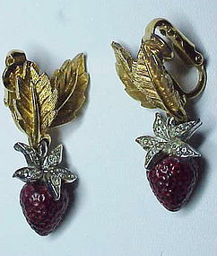 Boucher strawberry earrings -clip on