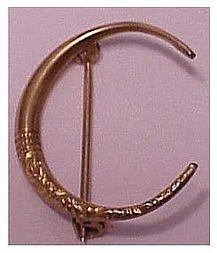 10K Victorian crescent pin