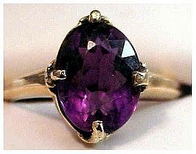 14K 5 cts (approx) oval amethyst ring (Size 6 1/2)