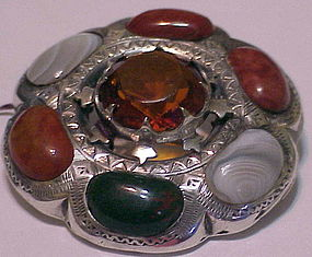 Scottish agate pin with cairngorn - Victorian  1 7/8""