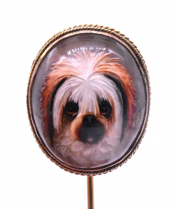 Stickpin with an Essex crystal dog in 18K gold frame