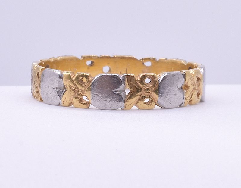 Ring, 18K gold and platinum band with a heart design