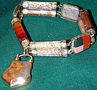 Bracelet of 15K gold & Scottish agate with a padlock