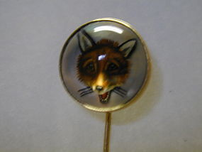 Stickpin of an Essex crystal fox set in 12K gold