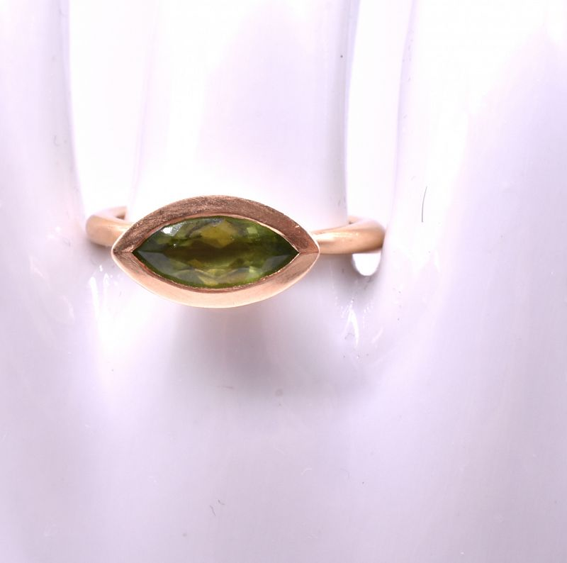 C1900 18K Gold Peridot Ring