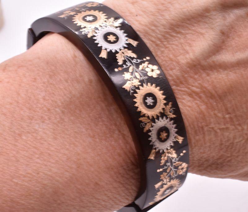 C1880 Floral pique expansion bracelet