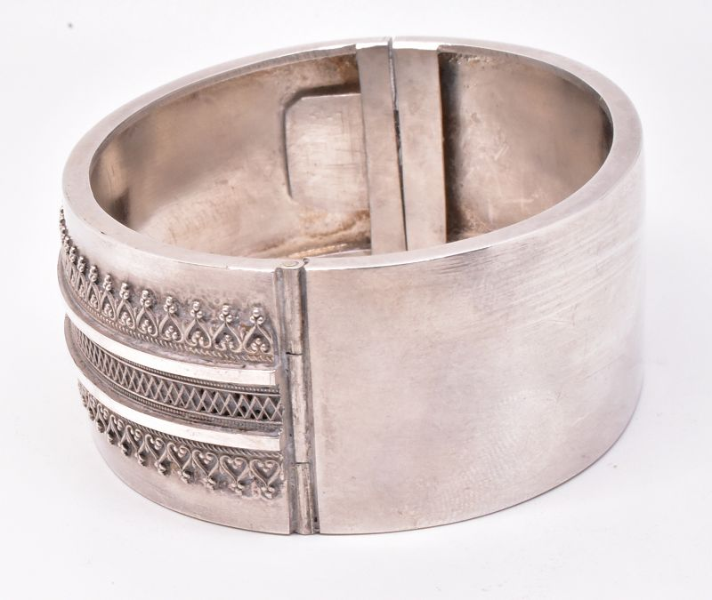 HM1883 Sterling Victorian Bangle with hearts Bracelet
