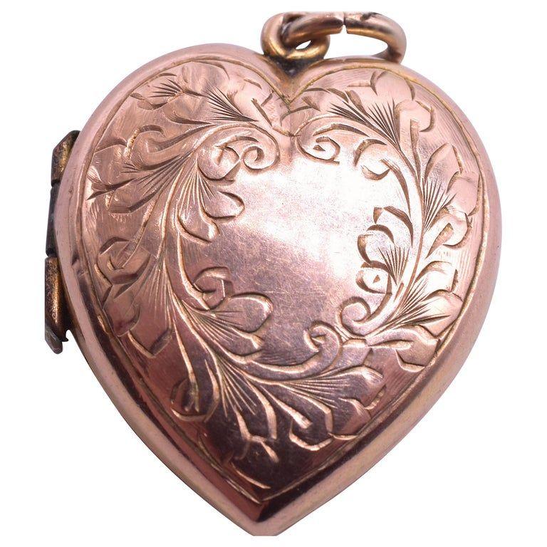 9 Karat Engraved Wreath Heart Locket, circa 1900