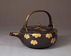 Edo lacquer sake pot, ivy mon, karakusa, chrysanthemum