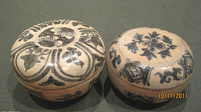 Two 15th-16th C Annamese Blue and White Porcelain Boxes