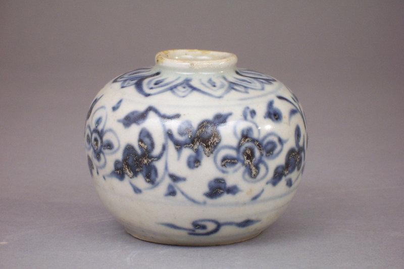 15th-16th C. Annamese Blue and White Jarlet, 7.62cm dia