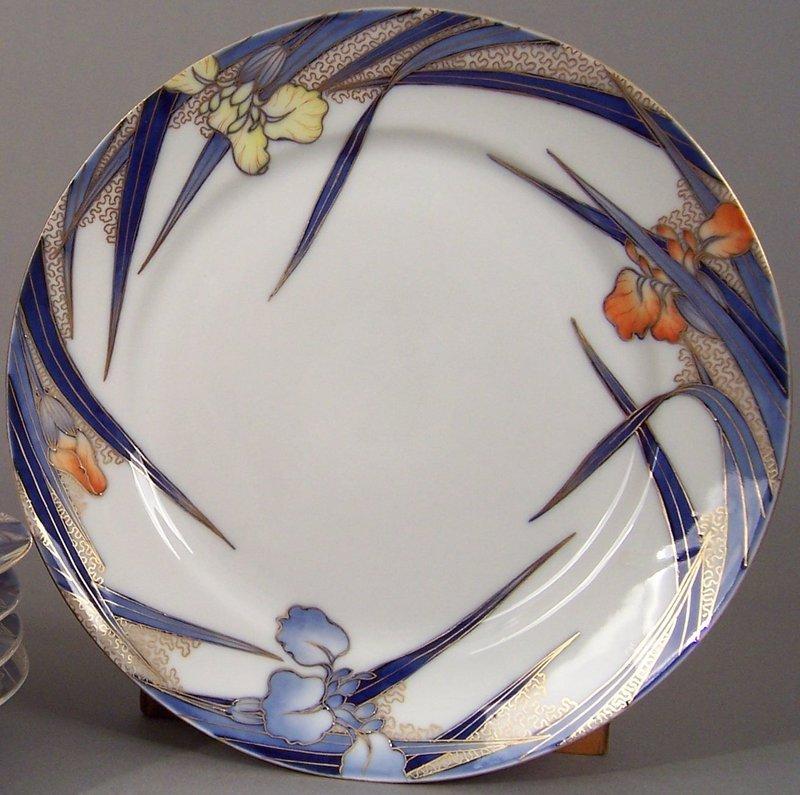 Fukagawa Iris pattern 9 1/5 inch dinner plate