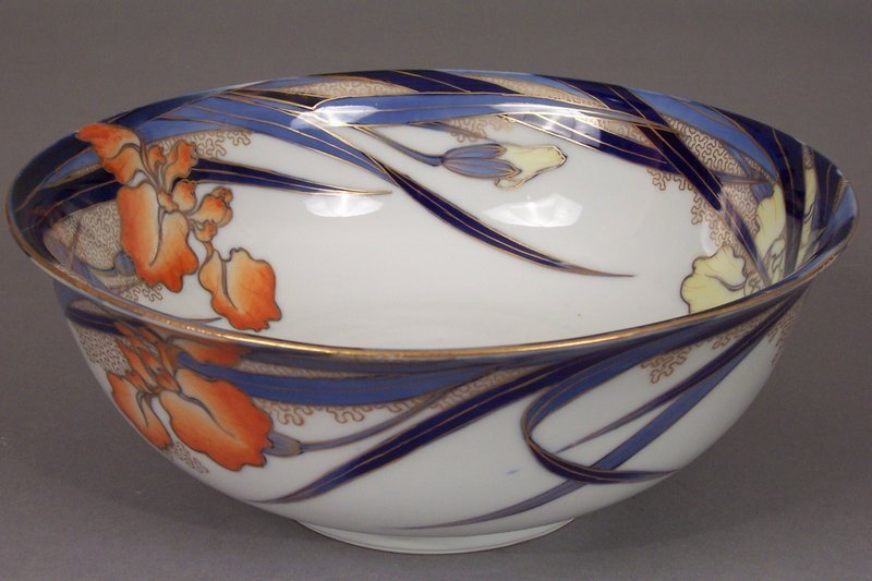 Fukagawa Iris pattern large 9 1/2 inch centerpiece bowl