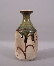 Chaste Oribe Sake Bottle With Sparse Classic Decoration