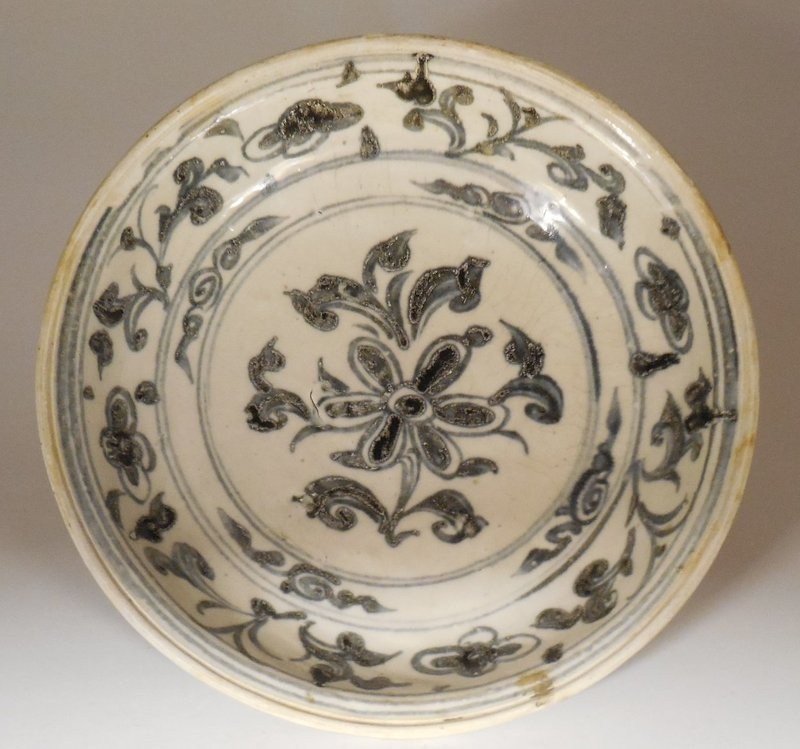 Annamese Blue and White Porcelain Dish, 15th or 16th century