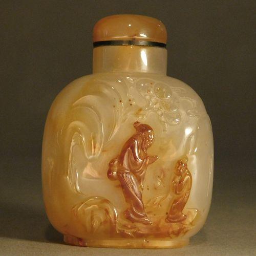 Suzhou School Agate Snuff Bottle - Figures in Landscape (Le Tieguai)