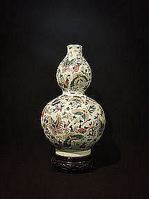 Chinese Double Gourd Hundred Butterflies Vase