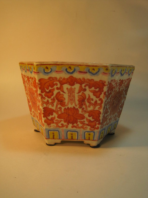 Early 20th C. Chinese Famille Rose Porcelain Flower Pot