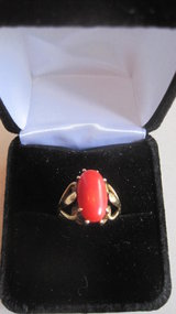 A Vintage Coral 14K/Gold Ring Marked