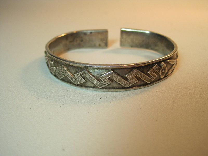 A Beautiful Early 20th C. Chinese Silver Bangle Marked
