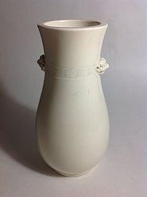 19th C. Chinese De Hua Blanc De Chine Vase
