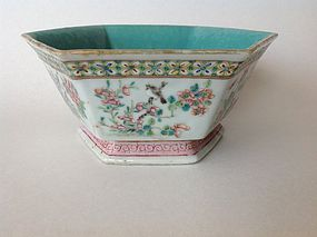 A Beautiful Late 19th C. Chinese Famille Rose Porcelain Bowl Marked
