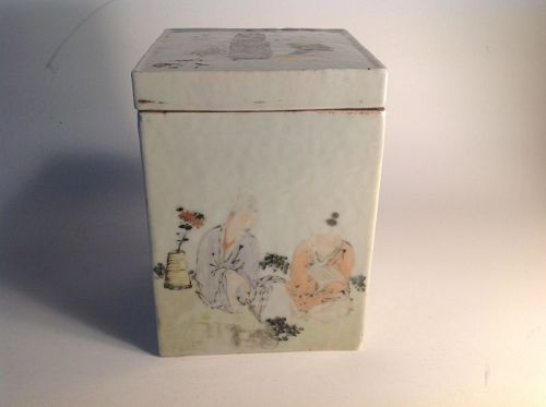 19th C. Chinese Famille Rose  Square Porcelain Lided Box Signed